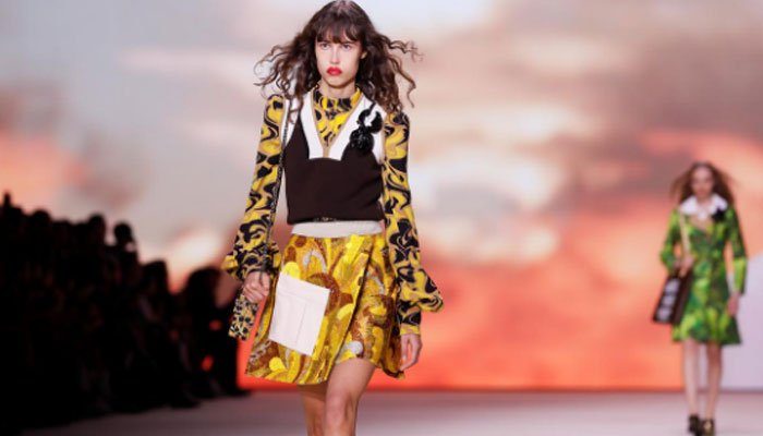 Louis Vuitton showcased on Tuesday a collection that mixed fashion inspirations, colors and patterns for the last show of the Paris Fashion Week.